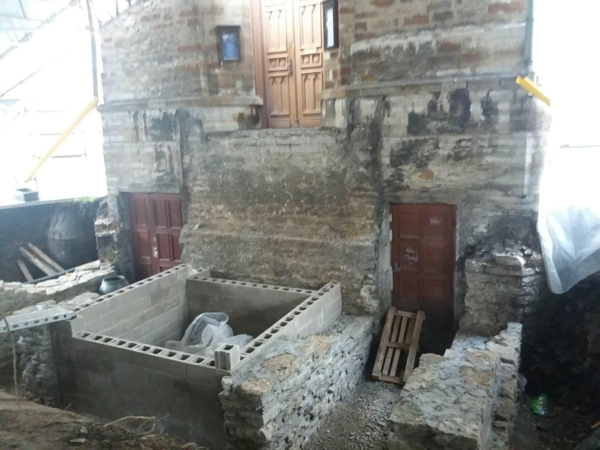 Kiriku idakülje trepistiku remonttööd on täies hoos!