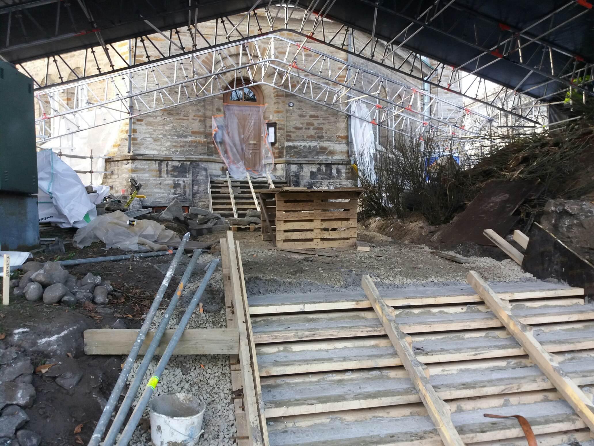 Kiriku trepistiku ehituselt eemaldati täna telk